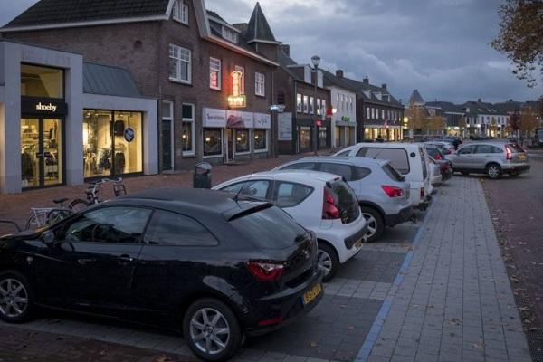 Parkeren Dorpsstraat Elst 'onveilig'